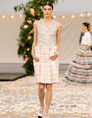 Le veston de blazer a fait son grand retour pendant la Fashion Week Haute Couture - Elle