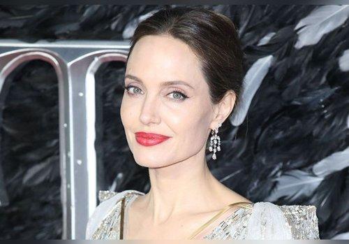 Angelina Jolie succombe à une décoloration blond platine ! Adieu cheveux bruns : elle est méconnaissable