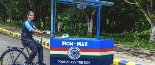 Inde : une ingénieure de 14 ans invente un chariot de repassage écologique