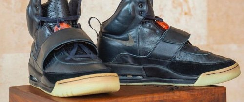 Conso'trading : des baskets portées par Kanye West vendues 1,8 million de dollars