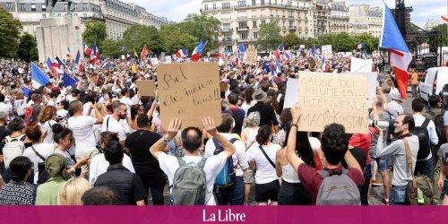 """""""Non à la dictature sanitaire"""", """"Macron dégage"""": de nouvelles manifestations ont débuté en France contre le pass sanitaire"""