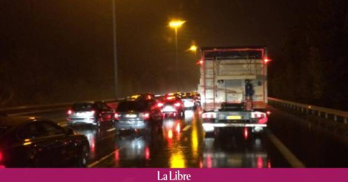 Un jeune homme de 26 ans abandonné ensanglanté sur l'autoroute à Villers-le-Bouillet