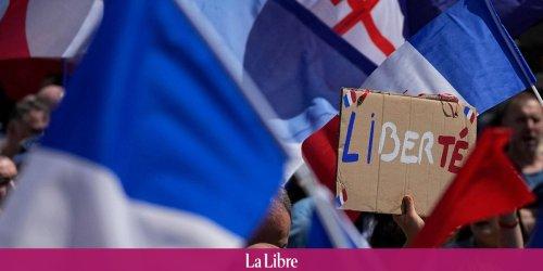 """""""Ça ne me fait pas peur du tout"""": ces jeunes Français qui veulent attraper le Covid pour ne pas devoir se faire vacciner"""