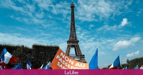 """""""Contre Macron et ses mesures liberticides"""": des milliers de manifestants dans les rues contre le pass sanitaire"""