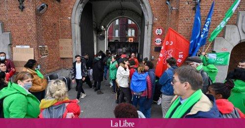 Fedasil se dit compréhensive face aux frustrations des travailleurs du Petit-Château, en grève durant 24 heures