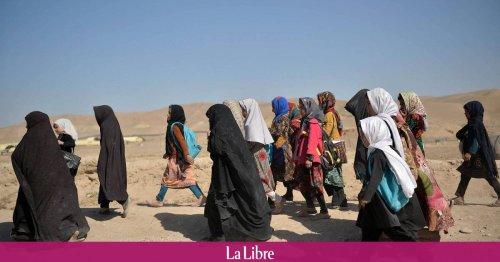 """""""Pourquoi ne pouvons-nous aller à l'école ?"""" Les rêves brisés des lycéennes afghanes"""