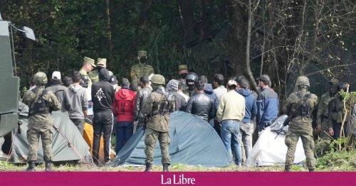 Coincés à la frontière entre la Pologne et la Biélorussie, quatre migrants meurent de froid et d'épuisement