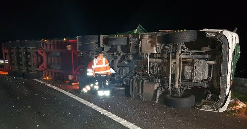 Lorry overturns on M6 forcing closure between Lancaster and Preston