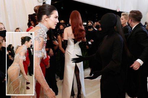 """Je ne voyais pas"" : Kim Kardashian s'exprime sur son ""total look black"" du gala du MET"