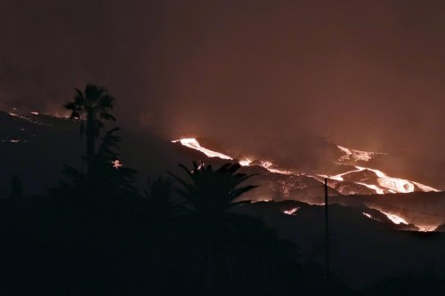 4 weeks on, no sign Spanish volcano eruption is close to end