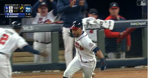 Baseball world reacts to Eddie Rosario's huge Game 6 home run