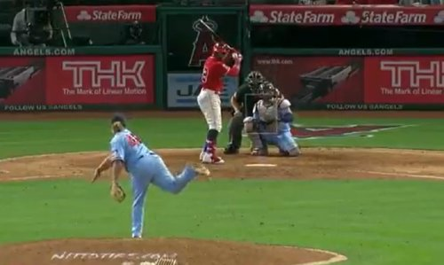 Video: Twins' Willians Astudillo throws 46 mph pitches against Angels