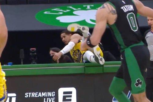 Video: Juan Toscano-Anderson gets hurt in nasty fall over scorer's table