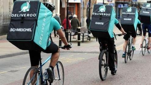 Deliveroo crolla al debutto in Borsa, fondi e investitori stanno con i rider