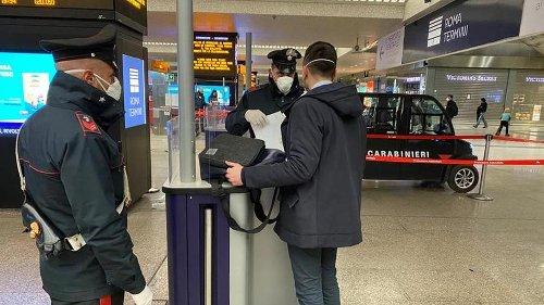 Coronavirus, in un giorno 161 denunciati dai carabinieri in Italia: fuori casa senza un valido motivo