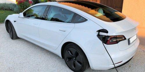 Tesla flambe en Bourse et tutoie les 1.000 milliards de dollars de capitalisation boursière