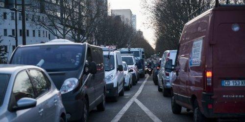Stationnement à Paris: les deux-roues vont passer à la caisse, 3 euros l'heure dès 2022