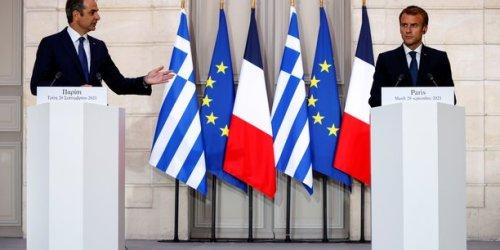 """L'Europe doit """"sortir de la naïveté"""", dit Macron après la vente de frégates à la Grèce"""