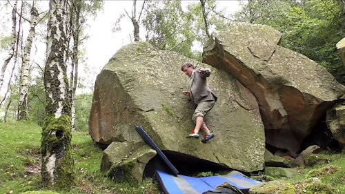 British Rock Climber Skillfully Scales Small Boulder Without Using His Hands While Dressed in Tweed