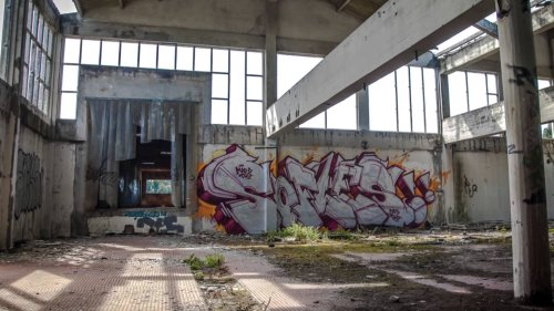 Incredible Time-Lapse of Graffiti Artist Sofles Covering a Warehouse in Street Art