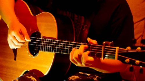 A Melodic Acoustic Fingerstyle Cover of the Classic Hall and Oates Song 'Rich Girl'