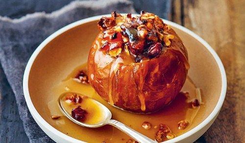 Recette gourmande : pomme rôtie aux fruits secs et caramel de cidre