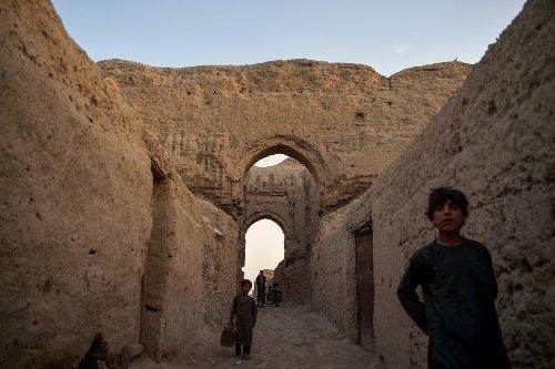 En ruine, cette ancienne cité royale millénaire en Afghanistan est menacée
