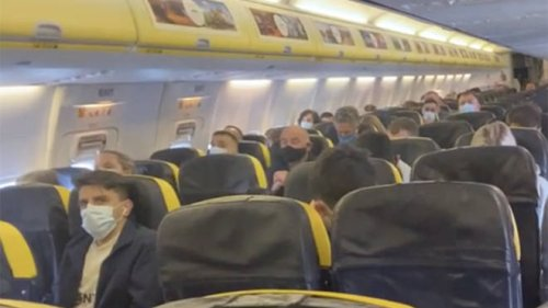 """""""Wear your masks or you may end up at the police station"""": Pilot's warning as Brits head to Portugal"""