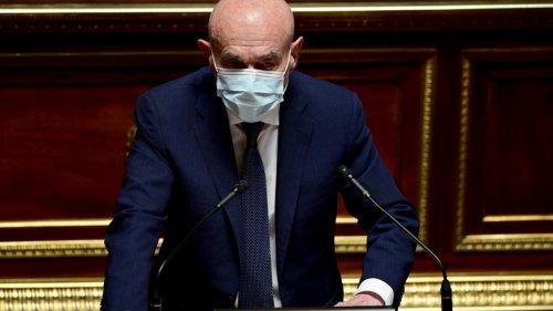 """""""Nous sommes passés de Socrate à Francis Lalanne"""" : le discours cinglant d'un sénateur contre les anti-vaccins"""