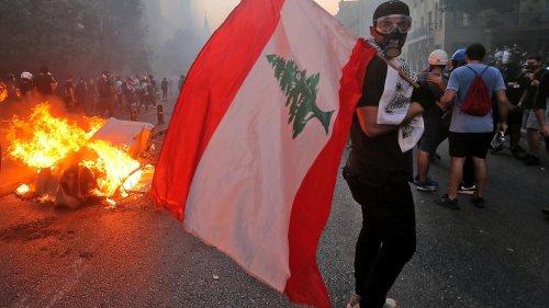 Un an après l'explosion à Beyrouth, une journée de commémoration entre larmes et cris de colère