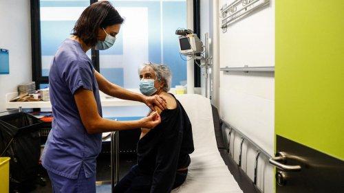 """Vaccination obligatoire des soignants : """"C'est nécessaire, il n'y a plus d'excuses"""", plaide le Pr Buisson"""
