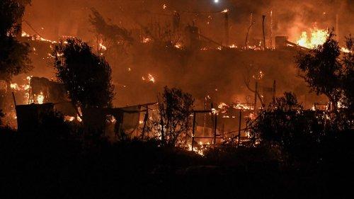 Grèce : un incendie embrase un camp de migrants sur l'île de Samos