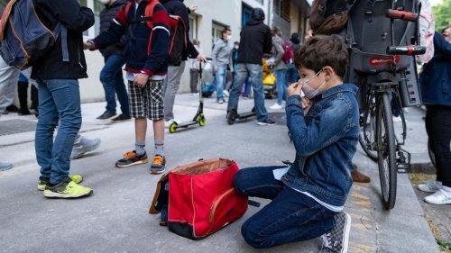 Covid-19 : près de 3300 classes et 16 établissements scolaires fermés en France