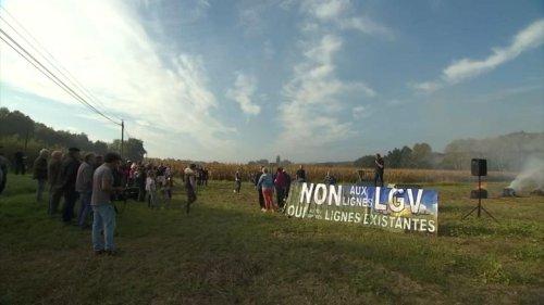 """Lot-et-Garonne : """"scandalisés"""", les habitants d'un village se mobilisent contre une ligne à grande vitesse"""