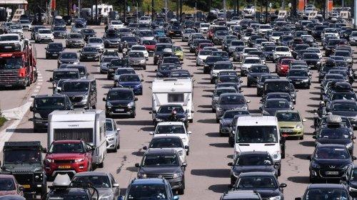 Chassé-croisé sur les routes : un pic de 1096 km de bouchons samedi, les prévisions pour ce dimanche