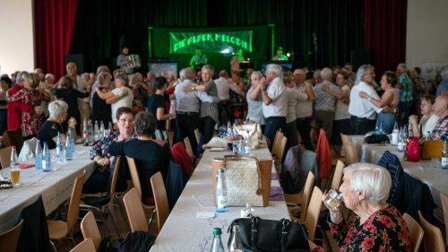 Covid-19 : quand thés dansants et parties de belote virent aux clusters en Loire-Atlantique