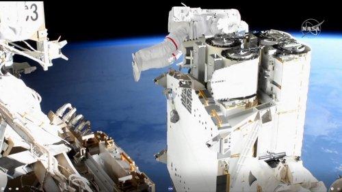 VIDEO - Six heures dans le vide : les images de la sortie hors de l'ISS de Thomas Pesquet
