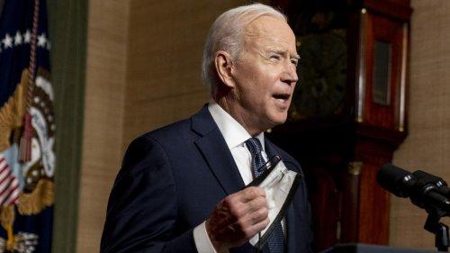 """""""Ils tuent des gens"""" : Joe Biden et Facebook s'écharpent sur la désinformation liée aux vaccins"""