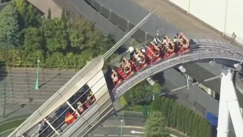 VIDÉO - Frayeur au parc d'attraction : des visiteurs bloqués dans un grand huit à 43 mètres de haut au Japon