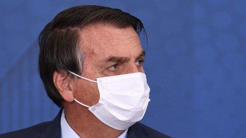 """Non vacciné et sans pass sanitaire, Bolsonaro au régime """"pizza-coca"""" dans la rue à New York"""