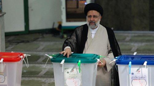 Iran : qui est Ebrahim Raïssi, le nouveau président ultraconservateur élu dès le 1er tour ?