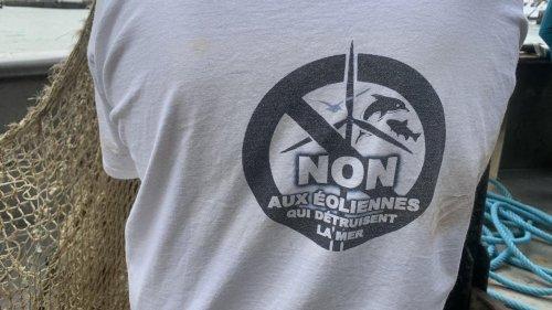Eoliennes en mer : 90 bateaux et des centaines de pêcheurs mobilisés à Cherbourg et au Havre