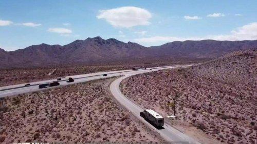 VIDÉO - États-Unis : de plus en plus de camping-cars XXL sur les routes