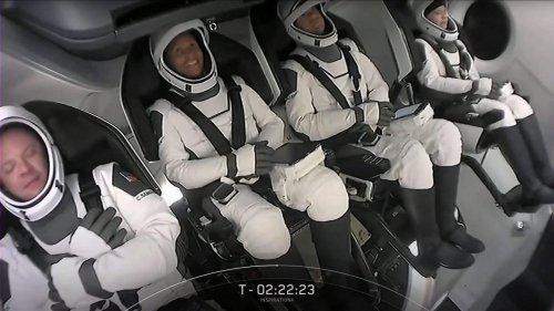 """Vol touristique de SpaceX : """"Tout va bien"""" pour les astronautes amateurs"""