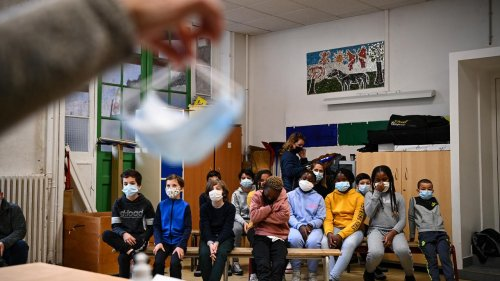 """Nouvelles règles sur les masques à l'école dès ce lundi : """"Une mesure inapplicable"""""""