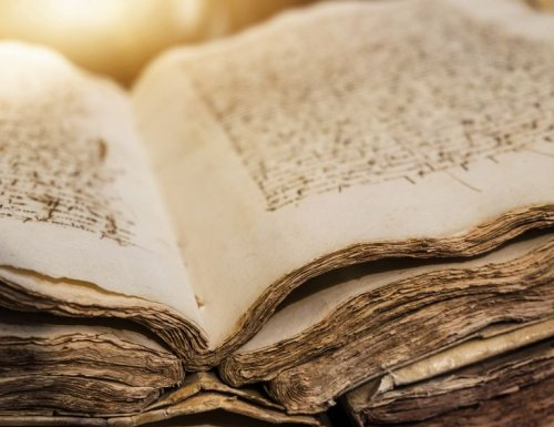 What Is Bibliomancy? Definition and Techniques