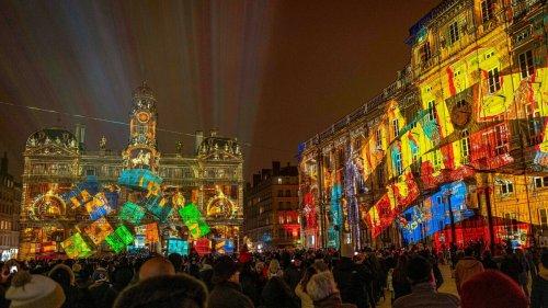 Le maire de Lyon promet une Fête des Lumières grandiose étendue dans toute la ville
