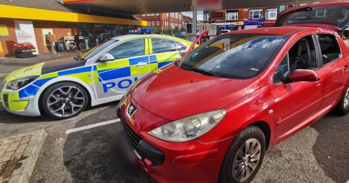Police find refuelling driver has no insurance, tax, or MOT