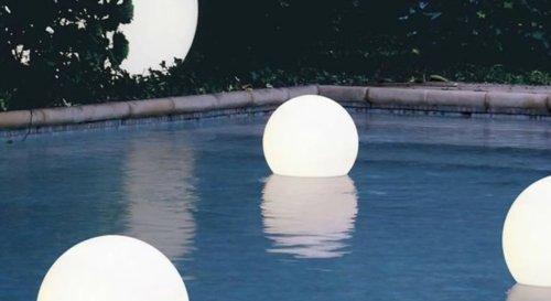 Piscine : 9 décorations lumineuses à adopter pour la décorer