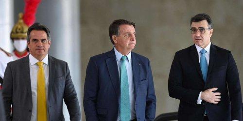 Brésil : donné perdant à la présidentielle de 2022, Jair Bolsonaro fait planer une menace sur la tenue de l'élection